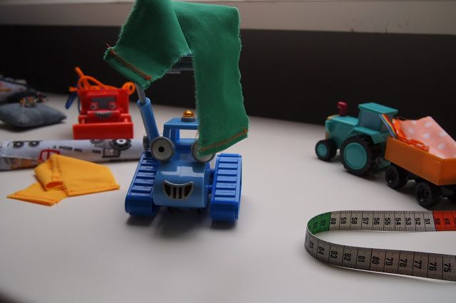 Kunnen wij het maken? Nou en of! de auto's van bob de bouwer pakken we in voor een tweede ronde... (zie blog, Streken van Miss Steek: Kadotasjes)