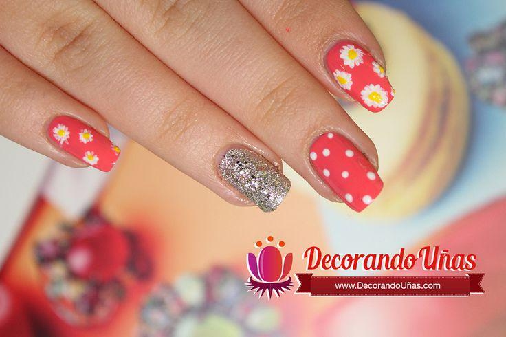 Uñas decoradas con margaritas, puntos y brillos (Video tutorial) | Decoración de Uñas - Manicura y Nail Art