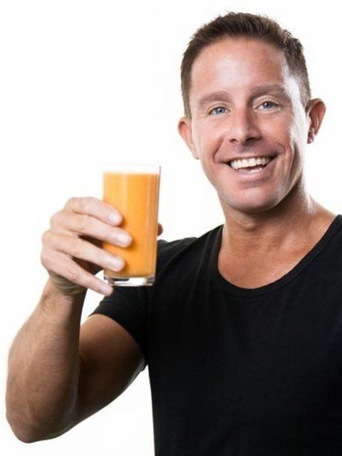 """Jason Vale is known as the Juice Master and is responsible for turning around the diets (and lives) of celebrities and people all over the world. He has sold over 1.5 million books and his cult book """"7lbs in 7 Days Super Juice Diet"""" was a no.1 Amazon best seller. His new book, """"5lbs in 5 days Super Juice Detox"""" is not due for release for another few months but he has agreed to give ELLE uk.com readers an exclusive preview."""
