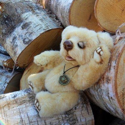 Купить или заказать Персик (мишка Тедди) в интернет-магазине на Ярмарке Мастеров. Медвежонок Персик сшита в стиле 'натюр' из очень мягкого и пушистого искусственного меха персикового цвета. Глазки и ротик у мишки, сшитого в таком стиле, открываются и закрываются и можно время от времени менять выражение его мордочки. Поэтому мишка умеет удивляться, улыбаться и даже смеяться, а когда устаёт, то сладко зевает и засыпает... У меха есть эффект подшерстка из-за наличия длинных…