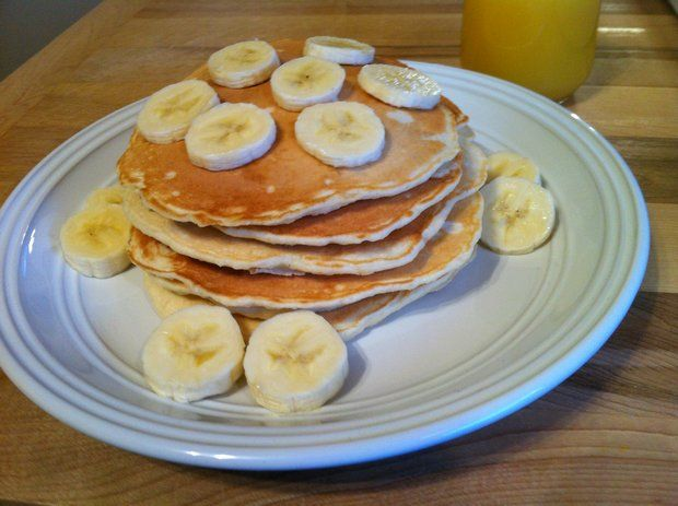 Easy Banana Pancakes | Vintage Cooking. A quick and easy banana pancake recipe made from milk, eggs, butter, and fresh bananas. Serve these easy banana pancakes for breakfast or brunch with butter and maple syrup or blueberry syrup. http://www.vintagecooking.com/easy-banana-pancakes/