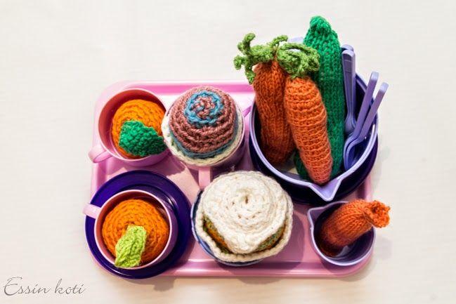 Knitted food / neulotut & virkatut ruoat http://essinkoti.blogspot.fi/2014/12/virkatutneulotut-ruoat.html