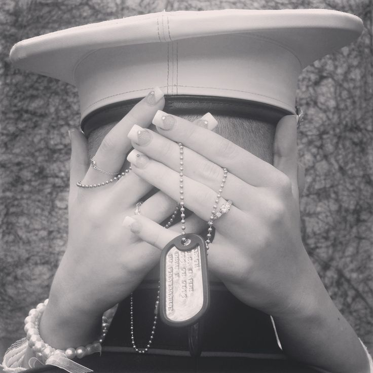 My husband is a marine and for our wedding I got this really cute idea for a picture with my ring and his dogtags❤️