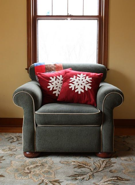 DIY Snowflakes Pillows As Christmas Decorations