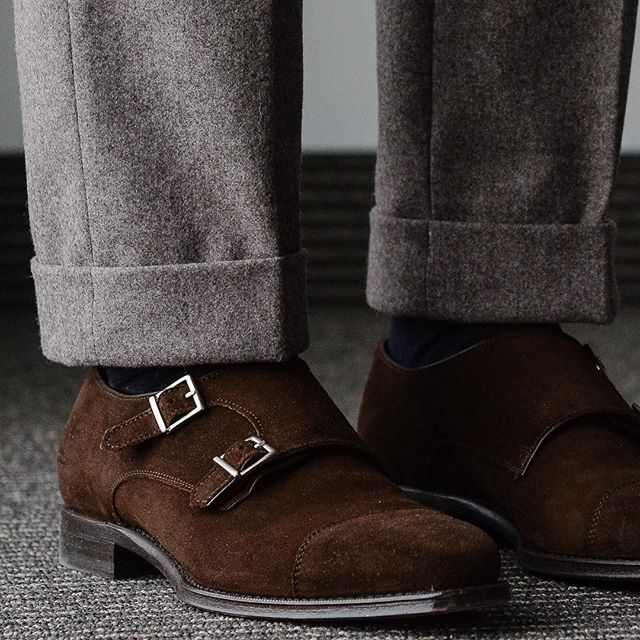 Putting the new @berwick1707_official monks via @leatherhealer to quick use. Paired with flannel trousers from @spiermackay . . . #berwick1707 #doublemonks #suedeshoes #spierandmackay #flannel #coverbookstyle #dailylast #goodyearwelt #rakish #rakishgent #classicmenswear #stylishmen #menstailoring #stylishgent #madetobeworn #styleforum #mensshoes #mnswr #shoeshine #shineyourshoes #shoegazing #ptoman #shoegazingblog #shoesoftheday #shoestagram #mensweardaily #menswearblog #shoecare…