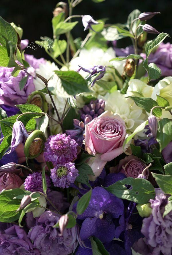 お花が大好きだったお母様へ  お悔やみのお花のご依頼をいただきました。  パープルのグラデーションでお作りしました。