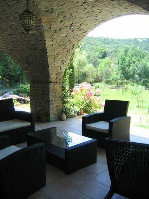 Terrasse des Chambres d'hôtes et roulotte à vendre à Monoblet dans le Gard