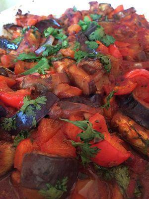 Een gezond voedselzandloper recept voor Bulgaarse visschotel met scholfilet, aubergine, tomaat en ras el hanout kruiden.