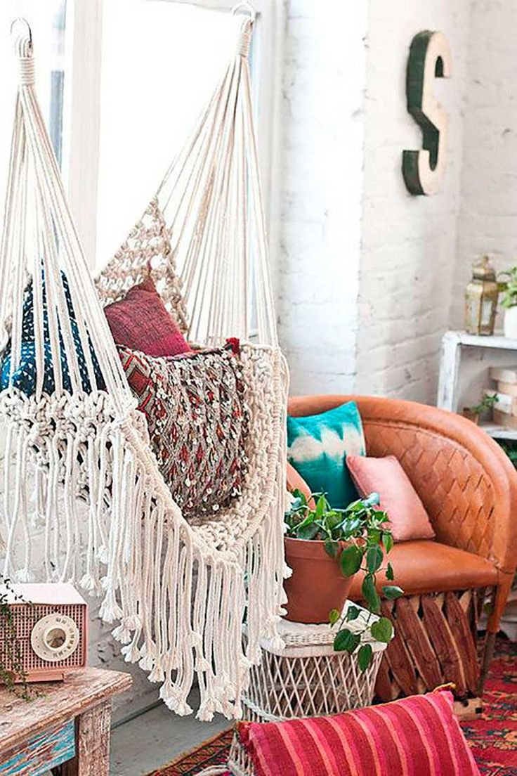 hippie-room-with-a-swing