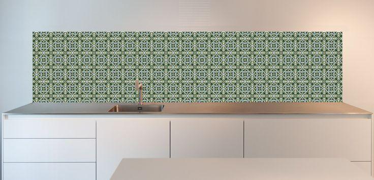 Groene Tegels - keukenachterwand. Wil jij deze hippe keuken achterwand? Bestel snel op www.sowhat-design.com