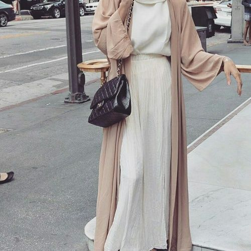 neutral open abaya- Saudi Abaya fashion http://www.justtrendygirls.com/saudi-abaya-fashion/