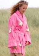 Roze korte dames badjas met eendjes...
