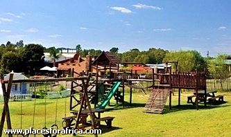 Apart from stunning accommodation and a restaurant with mouth-watering eats, the lodge has its own children's playground and coffee shop named Little Feet. It boasts a playground with a jungle gym, trampoline, sand pit, bike track and a Wendy house. Corner Driefontein Road, Muldersdrift Boulevard, Muldersdrift – 011 668 3111