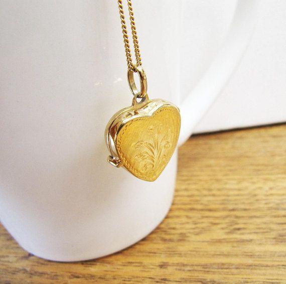 Vintage Gold Vermeil Etched Heart Photo locket Necklace Gold
