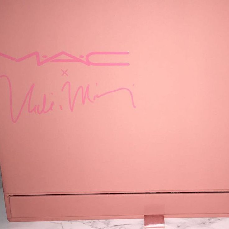 MAC and Nicki Minaji featured lipstick set