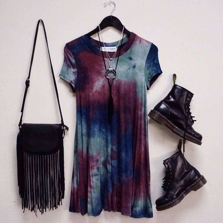 the PERFECT grunge outfit. Where can I find this tie dye dress?!