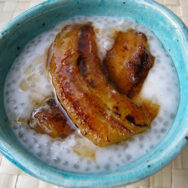 COCONUT TAPIOCA PUDDING WITH CARDAMOM AND CARAMELIZED BANANAS - recipe looks a little weak but love the flavors