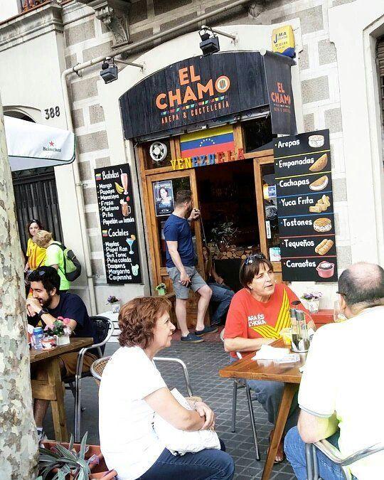 Si vas a España tienes que deleitarte con el delicioso sabor venezolano de  @el_chamo_restaurante_  Abierto hasta las 19horas por día festivo  #lunesfestivo #Catalunya #Barcelona #Diada #elchamo #Venezolanos #branding  #emprendedores #publicidad #publiciudadmcy #restaurante #arepa #cachapa #delicias #comerbien  #comidavenezolana #españa