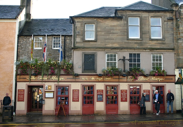 """creo que aqui comí el """"diferente"""" haggis. The Four Marys pub in Linlithgow, which dates back to 1500."""