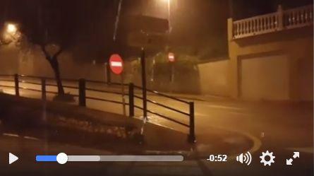 Más de 200 incidencias relacionadas con la lluvia durante la madrugada de este domingo en Málaga :http://www.malagaes.com/mlgcpt/mas-de-200-incidencias-relacionadas-con-la-lluvia-durante-la-madrugada-de-este-domingo-en-malaga/