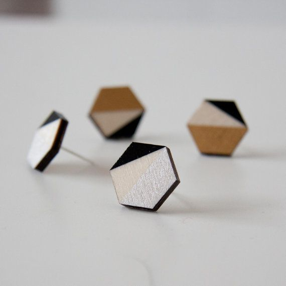 Modern hexagone wooden stud earrings, gold and black, silver and black, minimalist ear studs, trending jewels, laser cut