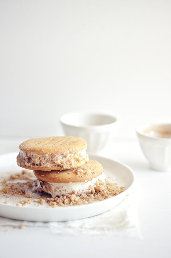 baklava ice cream sandwiches: Health Desserts, Cream Yummy, Frozen Treats, Ice Cream Sandwiches, Sweet Tooth, Cream Recipe, Sandwiches Recipe, Baklava Ice, Icecream