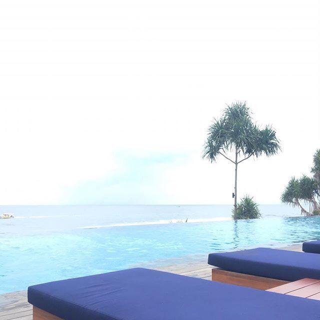 【55aico】さんのInstagramをピンしています。 《明けましておめでとうございます。 今年もよろしくお願い致します。  お正月はロンボク島でのんびり過ごしました。 島の雰囲気も素敵だったし、ホテルも最高でした。  ギリ島の海がキレイで 大好きな海亀にも会えて 幸せ☆  #スマホ忘れて旅に出たので撮影は全て夫 #lombokisland #lombok #giliislands #gili #indonesia #ロンボク島 #ギリトラワンガン #ギリアイル #ギリメノ #gilitrawangan #giliair #gilimeno #島 #亀 #turtle #インフィニティプール #海 #sea》