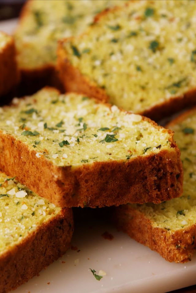Cauliflower Garlic Bread Defies All Logic Cauliflower Garlic