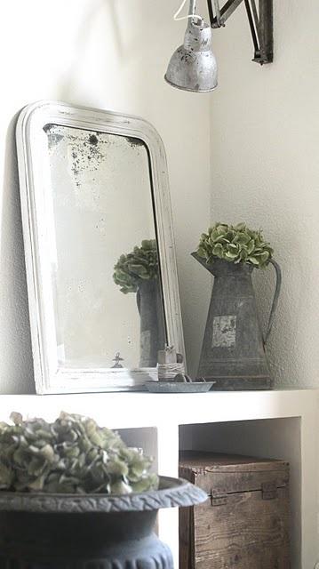 Miroir et objets anciens font la déco / Mirror and antiques make deco