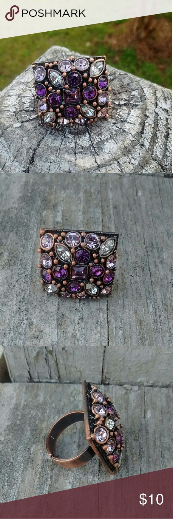 Square Face Crystal Costume Jewelry Ring *Metal  *Good condition Jewelry Rings