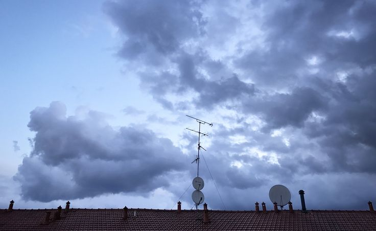 It's All Night Long That It Rains Good Morning📱🌂😴⛈👁☁️ #goodmorning #world #allnight #long #rains #clouds #sky #goingtothework #backtowork #morning #around #walking #photo #PhotosAfterTheRain #roof #antennas #satellitedish #socialnetwork #pinterest #instagram #tumblr #twitter #followforlike #followers #likeforlike #like