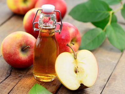 Aprende a quitar las verrugas de forma natural y efectiva con este sencillo truco de la abuela: sólo necesitarás vinagre de sidra de manzana.