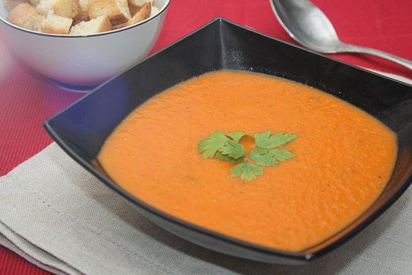 Суп легкий в приготовлении и в усвоении. Тем кто строго соблюдает диету, этот суп должен особенно понравиться, т.к. в нем нет ничего кроме помидоров и специй. А если исключить и то небольшое количество бульона, то можно изготовить и в вегетарианском варианте.