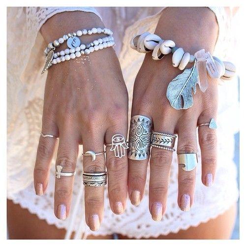 aneis em tom de prata