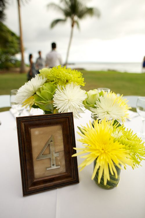 Tropical decor for destination wedding at Olowalu Plantation House in Olowalu, Hawaii - photos by Anna Kim Photography | junebugweddings.com