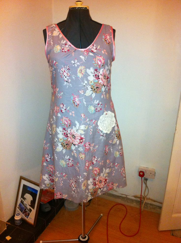 Tee dress made with pattern from #thegreatbritishsewingbee second attempt at making this dress with a lining , loved the binding detail so I did it again but this time on the neckline too x