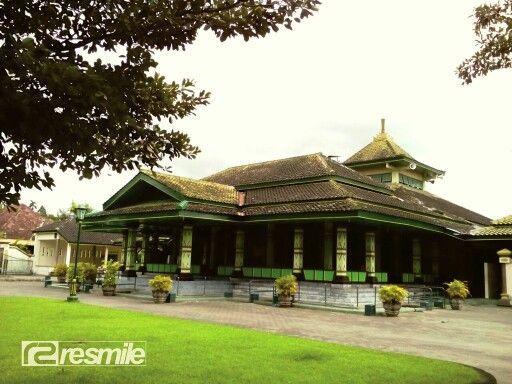 Masjid Pathok Negoro Wonokromo, terletak di Desa Wonokromo, Kecamatan Pleret, Bantul, D. I. Yogyakarta www.resmilerental.com
