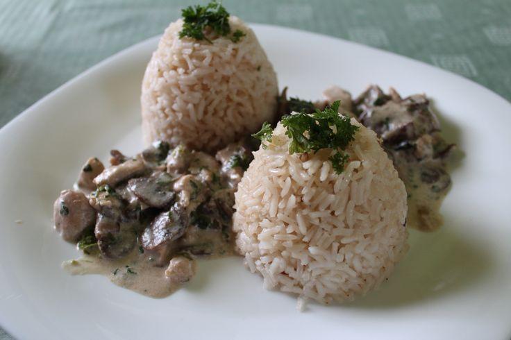 Tejszínes-gombás pulykamell rizzsel