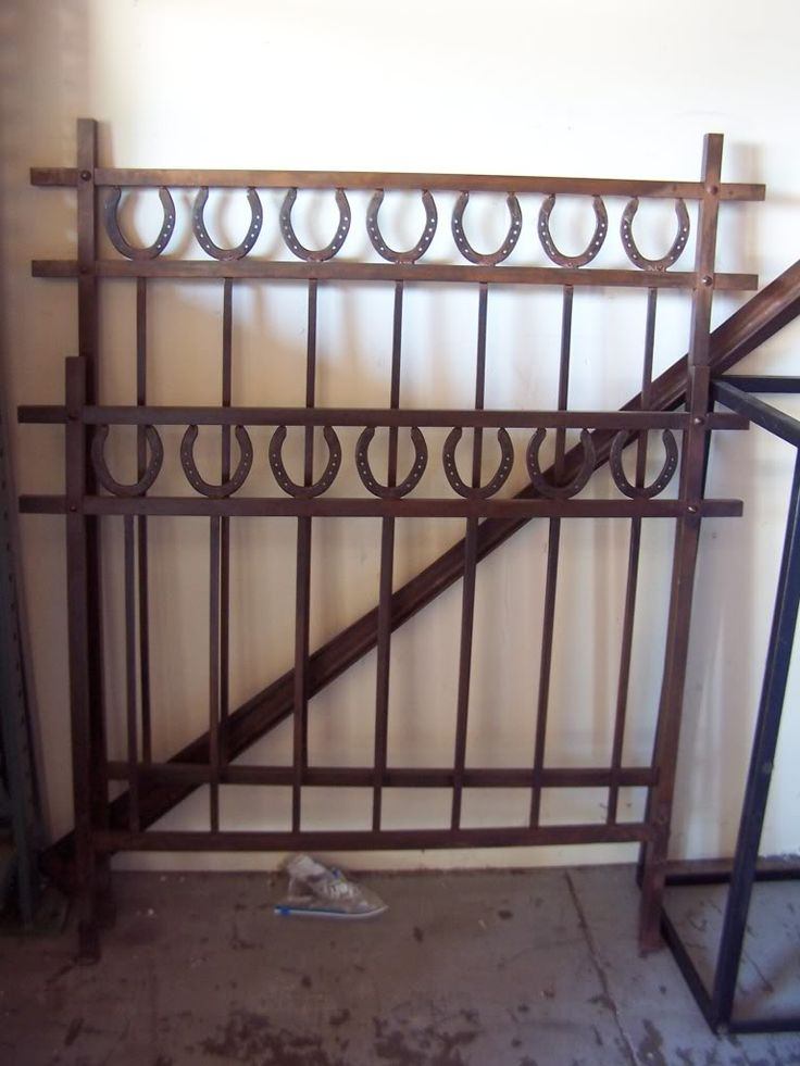 Horseshoe headboard. Travis is going to build something similar for the boys' room.