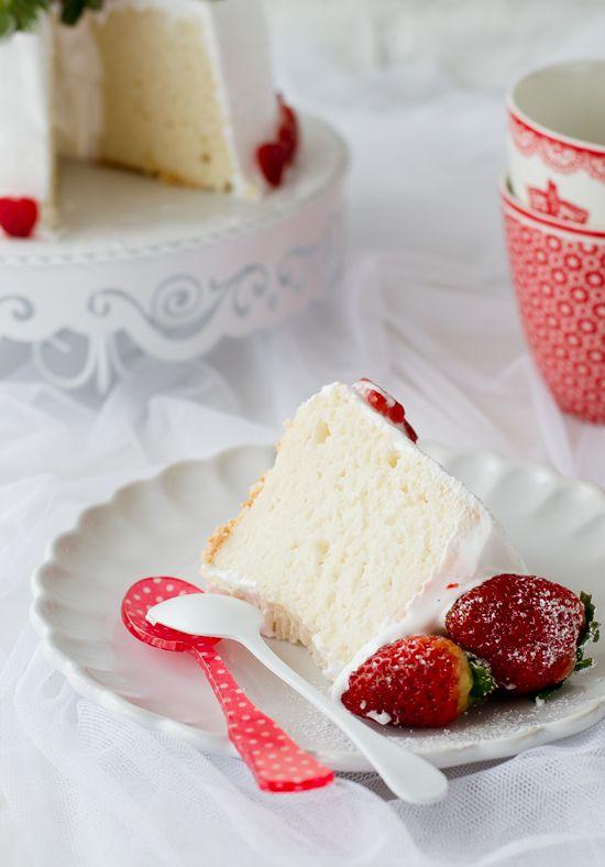 Ángel Food Cake cubierto de merengue y fresas - Megasilvita