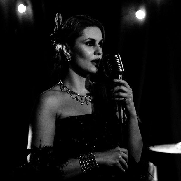 Paula Barbosa, neta do novelista Benedito Ruy Barbosa, se lança como cantora (Foto: Divulgação) - http://epoca.globo.com/colunas-e-blogs/bruno-astuto/noticia/2014/10/bpaula-barbosab-neta-do-novelista-benedito-ruy-barbosa-se-lanca-como-cantora.html