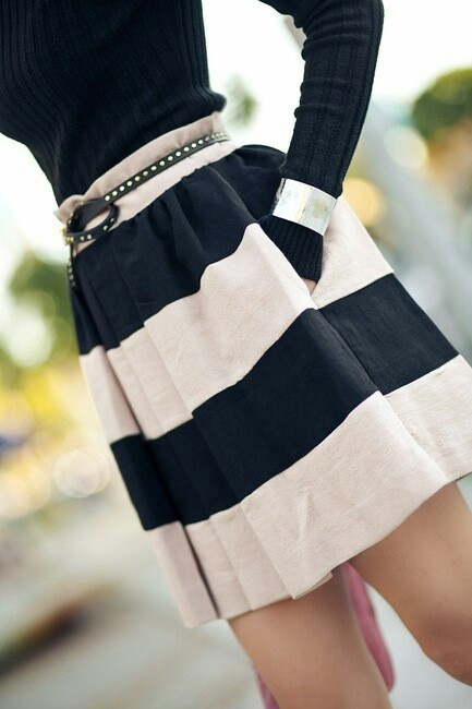 Faldas de vuelo: Style, Black And White, Stripes Skirts, Outfit, Black White, Pockets, Cute Skirts, White Skirts, Belts