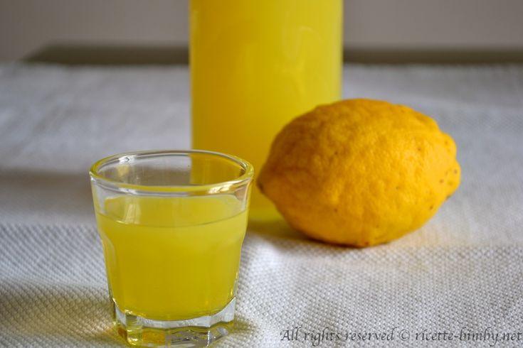 Il limoncello è un liquore a base di limoni e alcool ed è tipico della zona di Sorrento. Leggi la ricetta per prepararlo a casa con il tuo bimby.