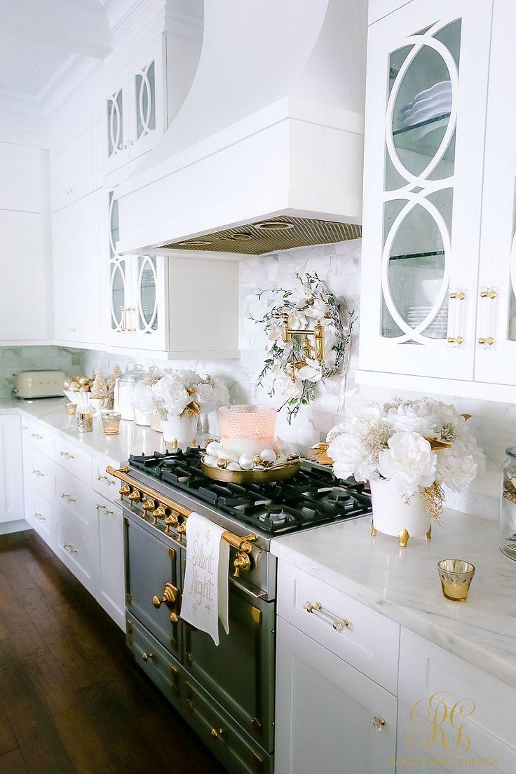 White And Gold Christmas Kitchen Randi Garrett Design Chic Christmas Decor Christmas Kitchen Kitchen Furnishings
