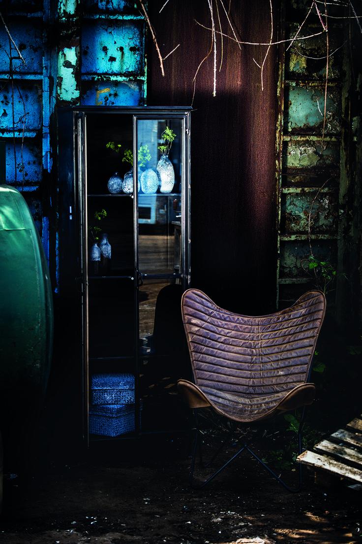 Authentiek daar houden we van! Deze mooie bruine lederen vlinderstoel van PTMD is ideaal voor in je woonkamer als eyecatcher en zit ook nog eens lekker.