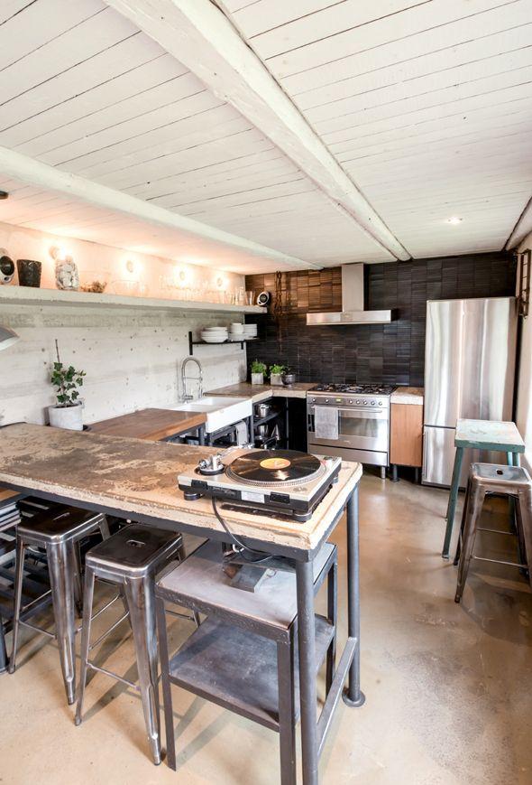 Interieur inspiratie met beton uit Scandinavië. Voor meer interieurs kijk ook eens op http://www.wonenonline.nl/interieur-inrichten/