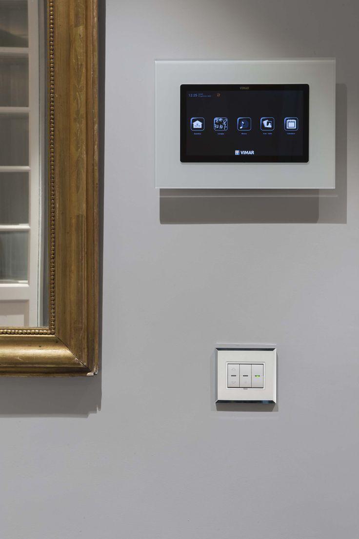 Vimar domotica By-me appartamento a Siena. Multivideo touch screen comandi Eikon Evo cristallo