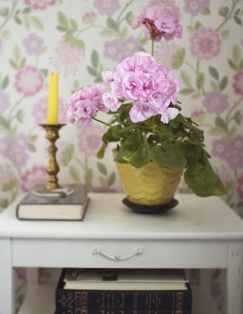 Bedside table.  ennui.blogg.se