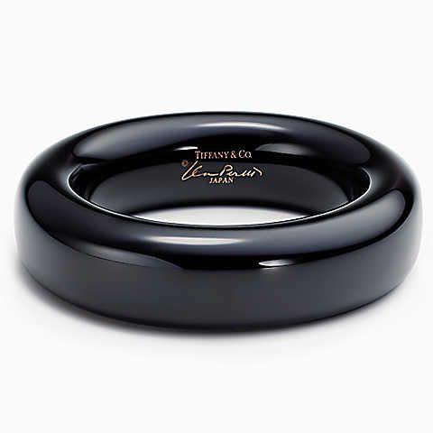 Elsa Peretti® bangle in black lacquer over Japanese hardwood, medium.