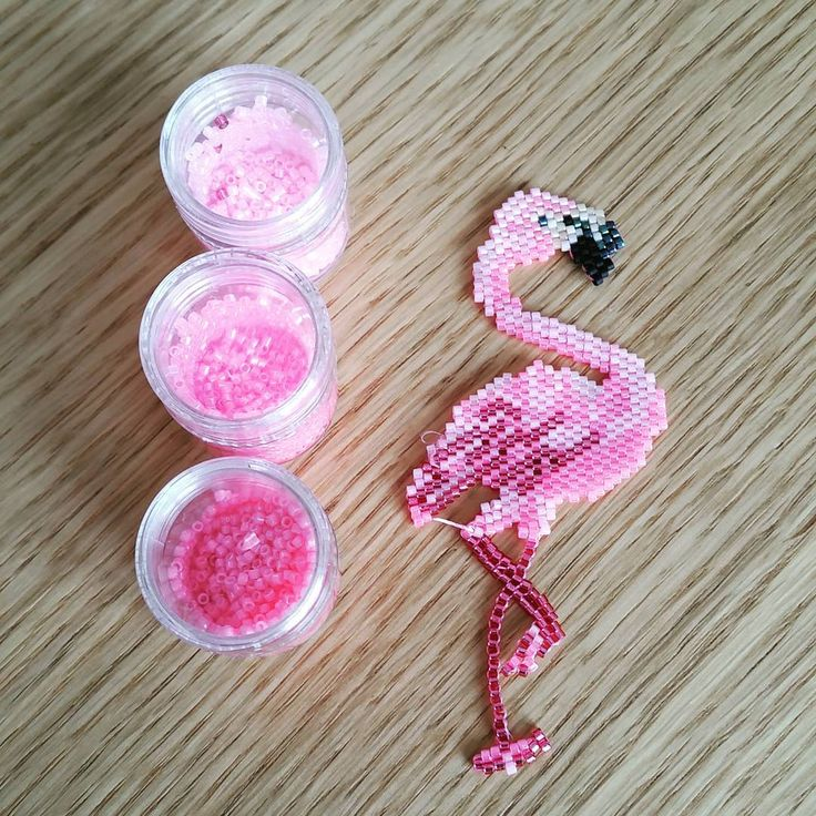 #tadam...terminé..loin d'être parfait. ..mais quand même contente de moi...#rose #flamingo #mapremieregrille #perleaddict #perlesmiyuki #jenfiledesperlesetjassume perles de chez #lapetiteepicerie et #matièrespremières et merci encore à @rose_moustache  et @monpetitbazar pour leurs conseils et inspirations